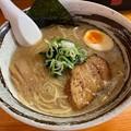『ラーメン華香(カカ)』豚骨醤油ラーメン
