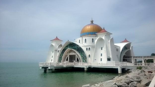 マラッカ海峡に浮かぶモスク! (本当は浮かんじゃいないけどね)