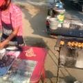 朝から焼鳥を焼き、餅米と一緒に売ってます