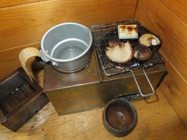 シイタケを焼く