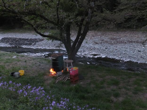夕暮れドラム缶風呂と炎