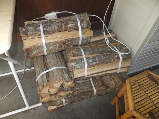 水嶋商店の薪
