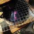 写真: 燗銅壺の炭を熾す