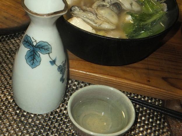 牡蠣鍋と熱燗