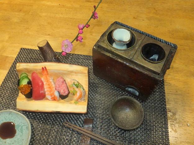 寿司と燗銅壺
