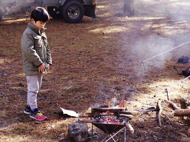 冬キャンプの少年