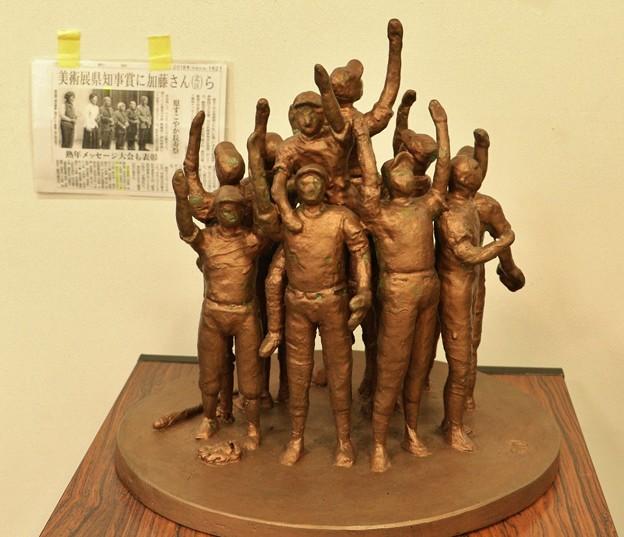 鶴瓶の家族に乾杯に出た浜松市細江彫刻家岡田力三さん作品 歓喜