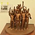 写真: 鶴瓶の家族に乾杯に出た浜松市細江彫刻家岡田力三さん作品 歓喜
