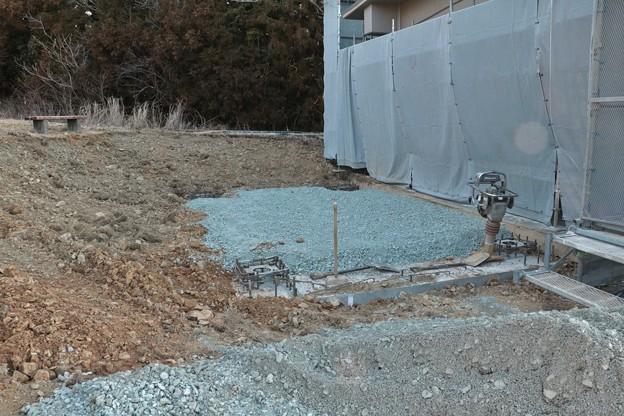 富幕山休憩舎屋根展望デッキに登る階段の基礎工事