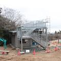 写真: 富幕山休憩舎屋根展望デッキもほぼ完成でしょうか