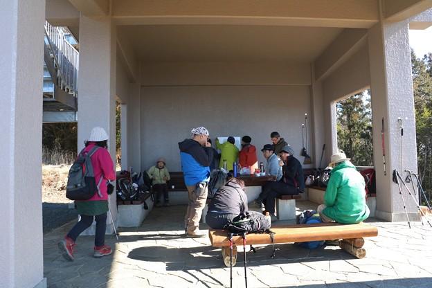 富幕山休憩舎(A)さんホワイトボード設置中