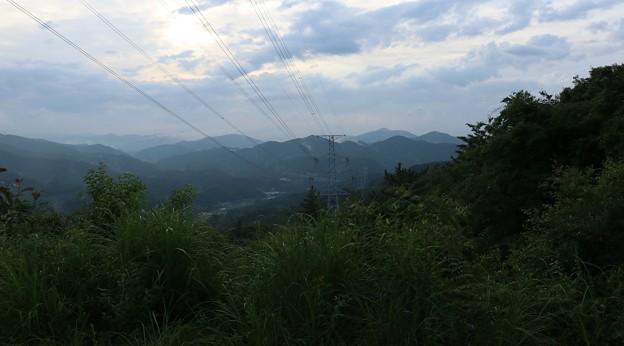 富幕山 陣座峠方面鉄塔下より竜ヶ石山、三岳山方面