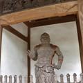 Photos: 寺門の金剛力士 口を結んだ吽形(うんぎょう)像