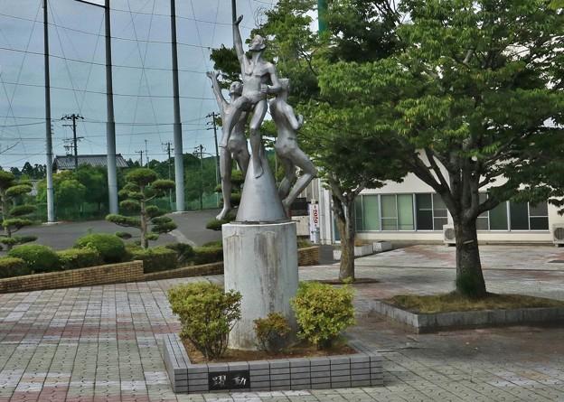 浜北区明神池運動公園野球場モニュメント(躍動)