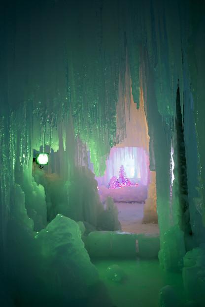 写真: 氷の洞窟