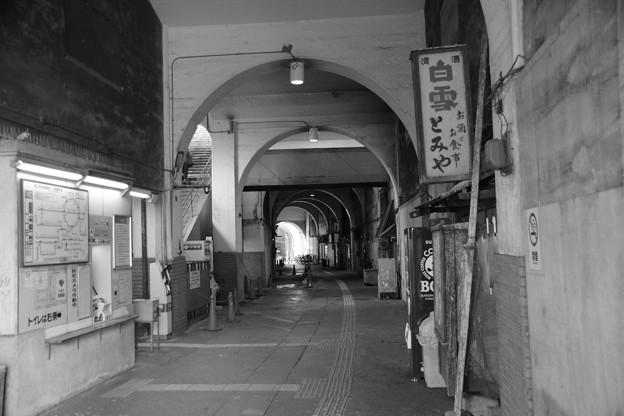 モノクロ国道駅(JR鶴見線)