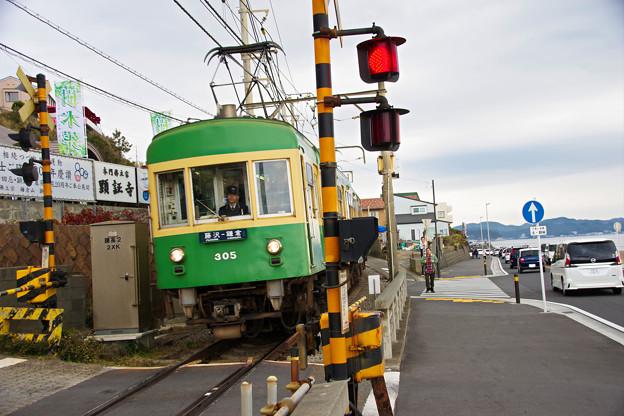 Photos: 江ノ電 305形
