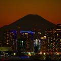 写真: 迫る富士