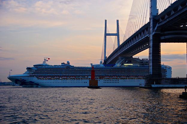 Photos: 夕暮の出港