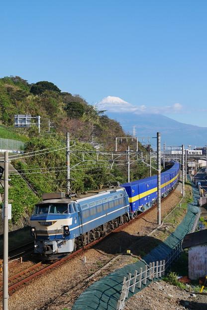 2059レ EF66-27 カンガルーライナーに富士山