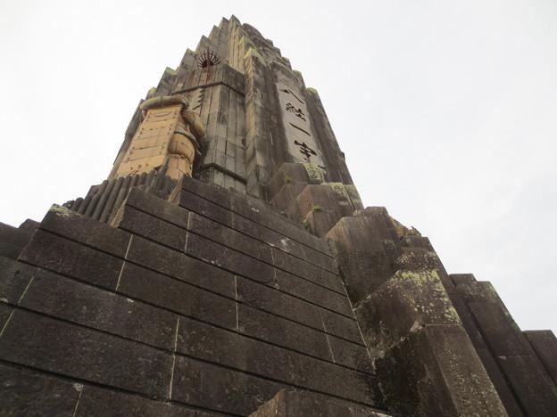 写真: 平和の塔「 荒御霊像」