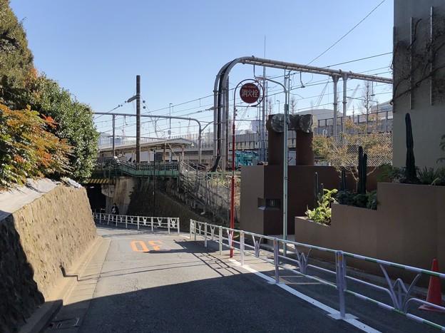 JR千駄ヶ谷駅北(渋谷区)御苑千駄ヶ谷門方向