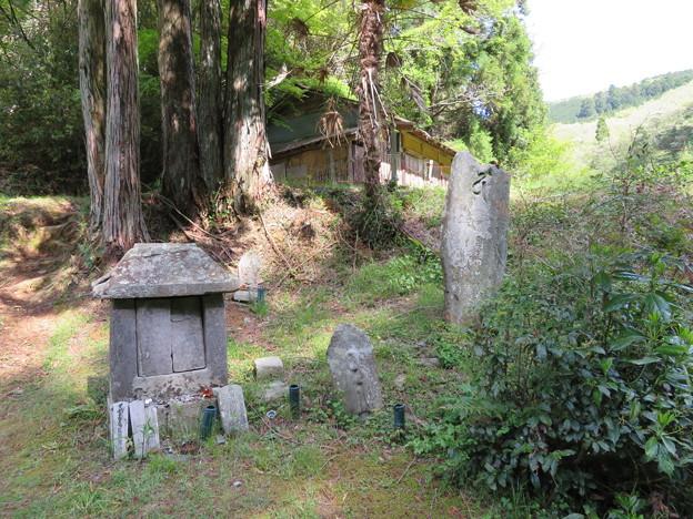 丹生都比売神社(かつらぎ町)脇ノ宿石厨子