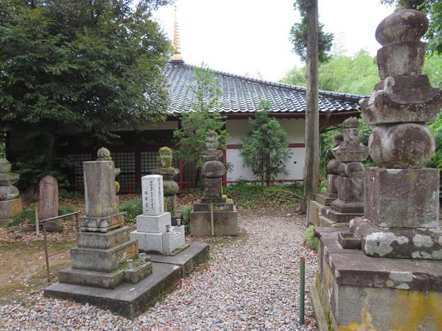 山の寺寺院群 本行寺(七尾市)加賀前田家婦女子墓