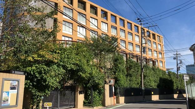 淑徳与野高等学校(さいたま市中央区)淑徳与野中学校校門側