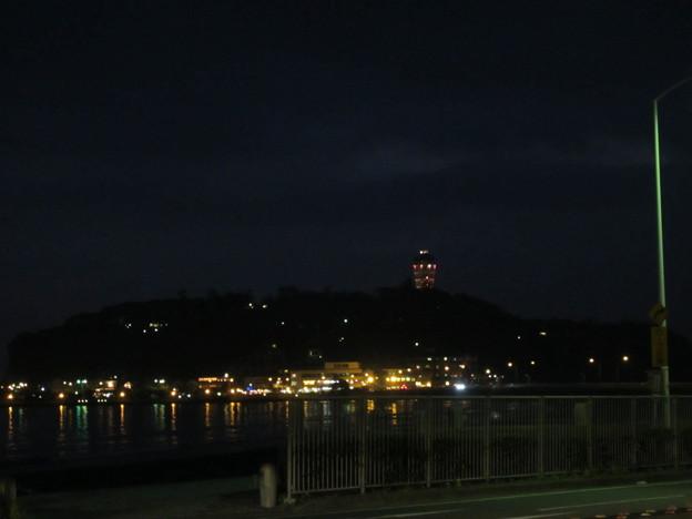 11.11.30.国道134(鎌倉市腰越)より江の島夜景