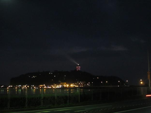 Photos: 11.11.30.国道134(鎌倉市腰越)より江の島夜景