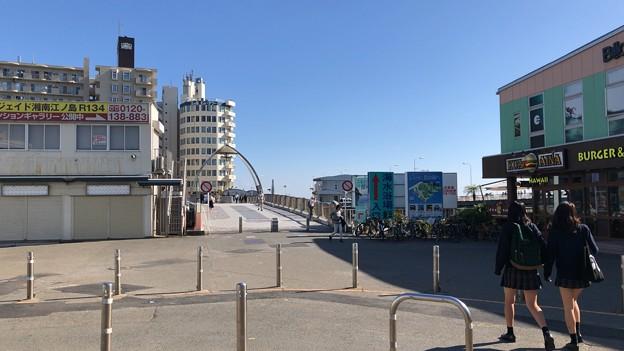 小田急江ノ島線 片瀬江ノ島駅前(藤沢市)