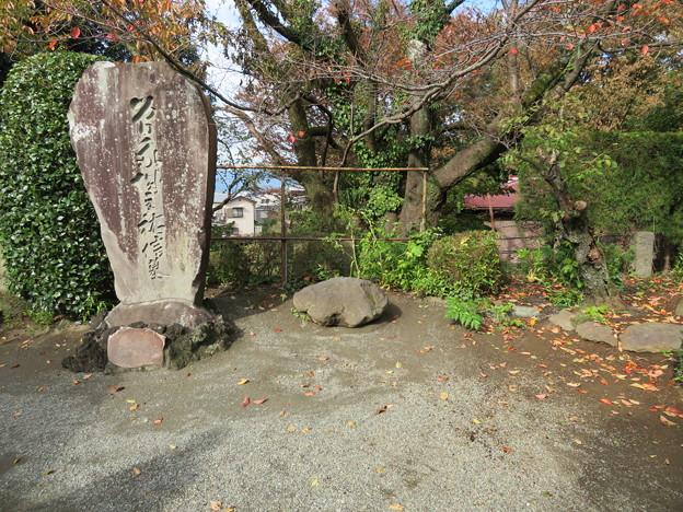 城前寺(小田原市)墓碑と忍石?
