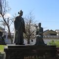 勝竜寺城本丸(長岡京市)細川忠興・玉(ガラシャ)像