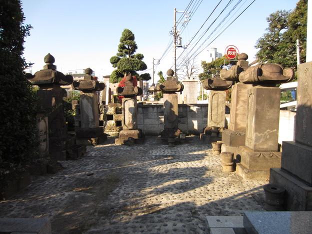 祥雲寺(広尾5丁目)岡部藩安部家墓所