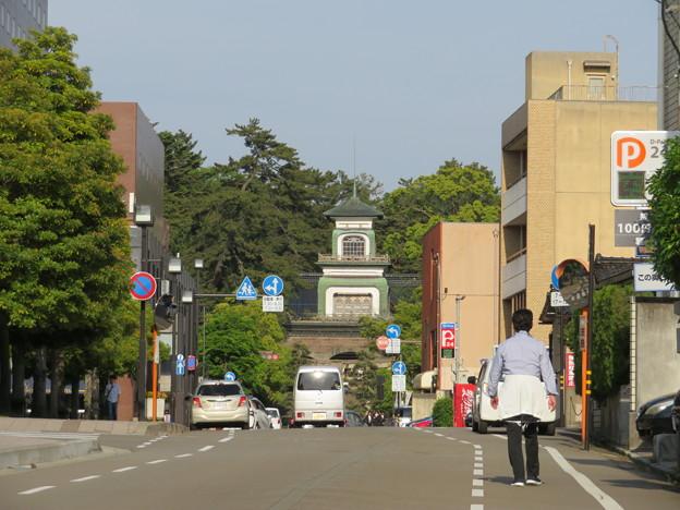 中央小学校南交差点より(金沢市)尾山神社