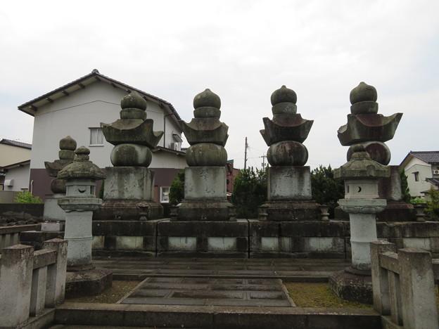 本光院(坂井市)本多重次系 本多飛騨守家墓所