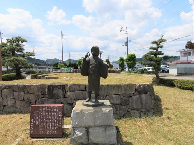 福知山線 黒井駅(丹波市)お福像
