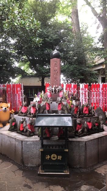 妙厳寺 豊川稲荷東京別院(港区元赤坂1丁目)霊狐塚