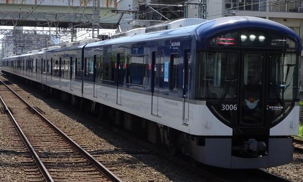 京阪電車3000系(森小路駅通過列車)