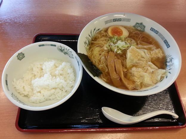日高屋 ワンタン麺大盛り(無料)&半ライス