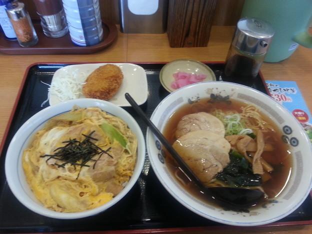 山田うどん 親子丼 ラーメンセット&カレーコロッケ