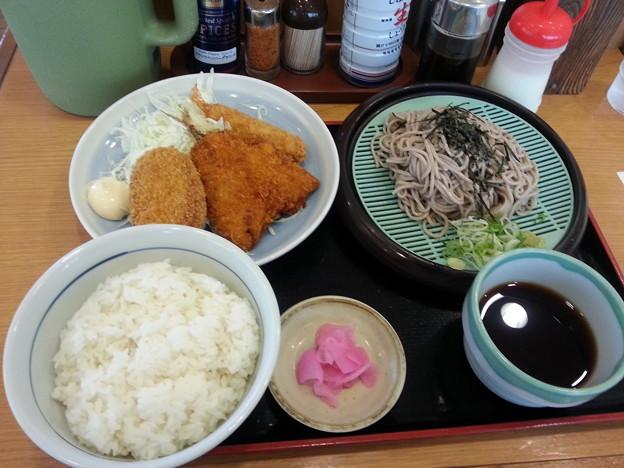 山田うどん 日替わり ミックスフライセット ご飯大盛り♪