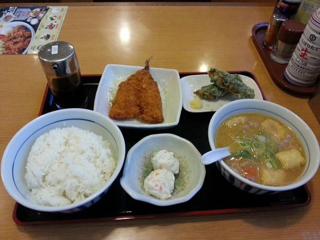 山田うどん 豚汁定食 ライス大盛り ちくわ礒部揚げ