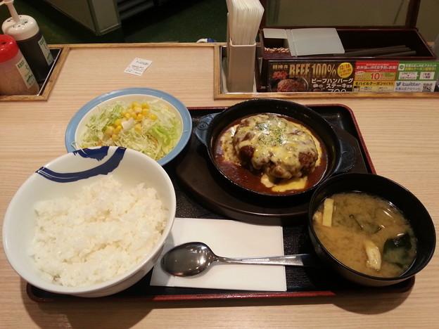 松屋 チーズハンバーグ定食 ライス大盛りデース(*^^*)