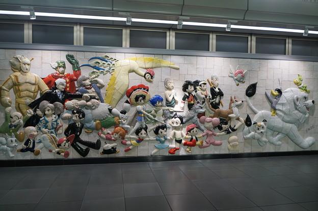 国際展示場駅 手塚治虫キャラクターズ大行進