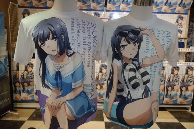 青ブタ  麻衣さん 翔子さんグラフィックTシャツ