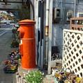 写真: 静岡県 熱海市 お花屋さん前 丸ポスト3