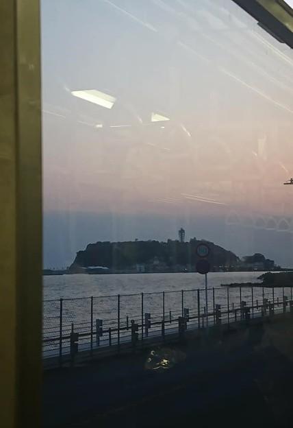 江ノ電の車窓から見える江の島2