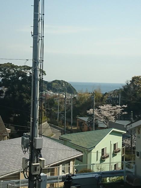 湘南モノレールから見る相模湾